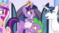Twilight reunited with her family S9E1