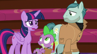 Twilight still struggles to hide the truth S8E7