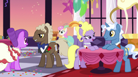 High-society ponies mingling S5E7