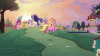 Luster Dawn trotting down the hill S9E26