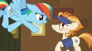 S07E02 Rainbow Dash przekonuje kucyka, że pobiją rekord
