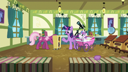 S07E03 Twilight, Flurry i Cheerilee w klasie