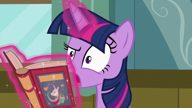 File:Twilight Sparkle yelps in pain S7E3.png