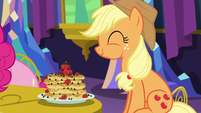 Applejack eating pancakes S5E03