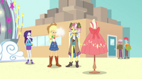 Applejack takes picture of a mannequin EGROF