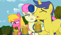 Everypony yuck! S02E15.png