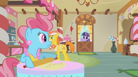 Mrs. Cake surprised by Twilight Sparkle S1E10