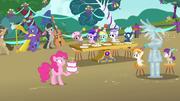 Pinkie Pie chocada pela mudança de festa T4E23