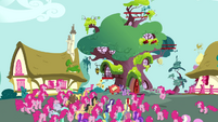 Pinkie Pie clones forming a crowd S3E03