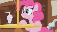 Pinkie Pie disapproves of Gilda's thievery S1E05