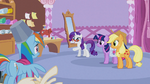 Rarity pointing at Rainbow Dash S1E14