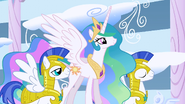 S01E16 Celestia podchodzi do Rainbow Dash