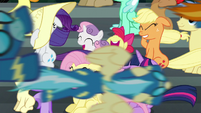 The Wonderbolts fly past the crowd S6E7