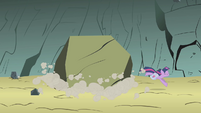 Twilight dodges a boulder S1E07