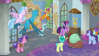 Twilight explaining the Fetlock Fete S9E7