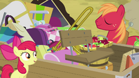 Apple Bloom and Big Mac by the wagon S4E09