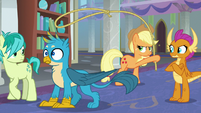 Applejack releases Gallus from her lasso S8E1