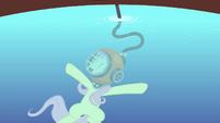 Fluttershy singing inside the water S4E14