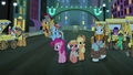 Main ponies and Pillars in the middle of Manehattan S7E26.png