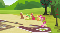 Pinkie Pie arrives S3E03