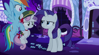Rainbow Dash picks up Sweetie Belle S6E15