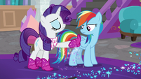 Rarity shaking glitter off her boot S8E17