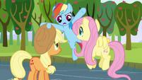 S03E10 Rainbow pogania przyjaciółki