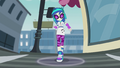 DJ Pon-3's walk causing vibrations EG2.png