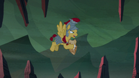 Flash Magnus clangs his hoof against Netitus S7E16