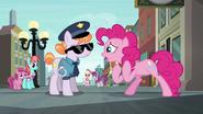 S06E03 Pinkie zdesperowana zamknięciem sklepu