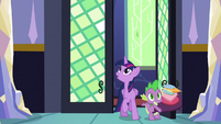 Twilight and Spike arrive home S5E03