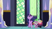 Twilight and Spike arrive home S5E03
