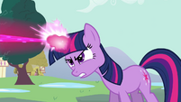Twilight uses her magic S3E05