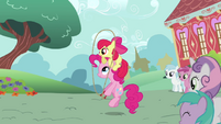 637px-Apple Bloom skipping with Pinkie Pie S2E18