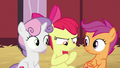 "Apple Bloom ""mysterious package"" S8E10.png"
