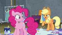 Applejack -wormy apple cores, Pinkie!- S8E7