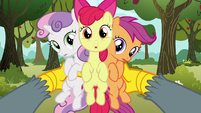 Gabby holding up the Cutie Mark Crusaders S6E19
