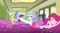 Pinkie Pie swimming in the confetti EGDS12c