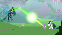 Queen Chrysalis and Spike clashing S9E25