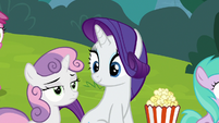Rarity looking at bored-looking Sweetie Belle S7E6