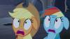 S04E03 Applejack i Rainbow Dash boją się