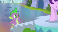 Spike shrugging at Starlight Glimmer S6E1
