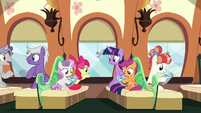 Twilight and Crusaders riding the train S8E6