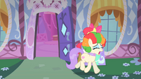 Vera crying about her clown mane S1E18