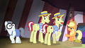 Applejack pointing at Silver Shill S4E20.png