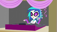 DJ Pon-3 stops playing EG3