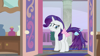 Rarity with a poorly coiffed tail S8E25