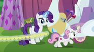 S06E14 Sweetie Belle biegnie ze wstążką