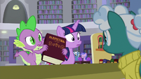 Spike gives library book to the librarian S9E5