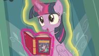 """Twilight Sparkle """"Spike, you're floating"""" S7E3"""